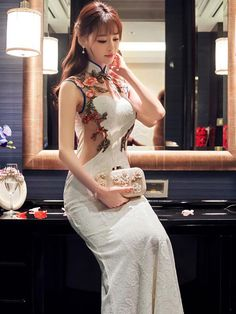 (We have provided this item& measurements to help you decide which size to buy.) (Units/Inches) Size Bust Waist Hip Shoulder S M L 37 XL 37 (Units/Centimeters) Size Bust Waist Hip Shoulder S 82 64 86 36 M 86 68 90 37 L 90 72 Oriental Dress, Oriental Fashion, Asian Fashion, Oriental Style, Fashion Beauty, Gala Dresses, Evening Dresses, Wedding Dresses, Cheongsam Dress