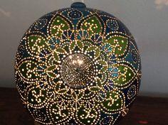 Lampe calebasse mandala bleue allumée/vendue