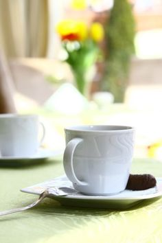 How safe is pregnancy tea? Learn about drinking tea in pregnancy, the safety of herbal teas, what teas to avoid, and tips for drinking tea when pregnant. Coffee Talk, Let Your Hair Down, Assisted Living, Foods To Avoid, Diy Cleaning Products, Drinking Tea, Homemaking, Hospitality, Helpful Hints