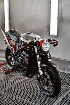 Triumph 955i Cafe Racer - Cafe Racers Denmark - RocketGarage