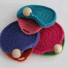 Pattern... not in English. Would be a perfect ear bud cozy!