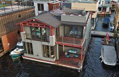 Stunning Seattle Craftsman Floating Home located in prestigious Fairview Landing Condominium. Eastlake - Great Walkability - Panoramic views