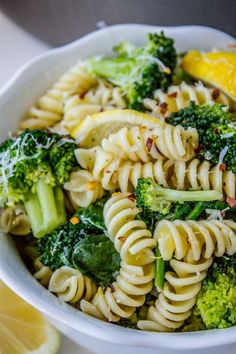 20 Minute Lemon Broccoli Pasta Skillet from The Food Charlatan. This super easy . - 20 Minute Lemon Broccoli Pasta Skillet from The Food Charlatan. This super easy broccoli pasta reci - Whole Food Recipes, Cooking Recipes, Super Food Recipes, Bread Recipes, Oats Recipes, Cooking 101, Cooking Classes, Pizza Recipes, Easy Cooking