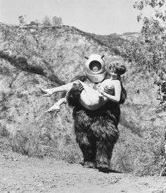 Robot Monster Promo Photo B&W Still from the 1953 film King Kong 1933, Robot Monster, Monster Girl, Monster Mash, Monster Movie, Skull Island, Sci Fi Horror, Horror Art, Sci Fi Movies