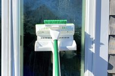How To Clean Your Windows Like A Pro - Home Cleaning Products Diy Home Cleaning, Household Cleaning Tips, Household Cleaners, House Cleaning Tips, Diy Cleaning Products, Cleaning Solutions, Cleaning Supplies, Bathroom Cleaning Hacks, Toilet Cleaning
