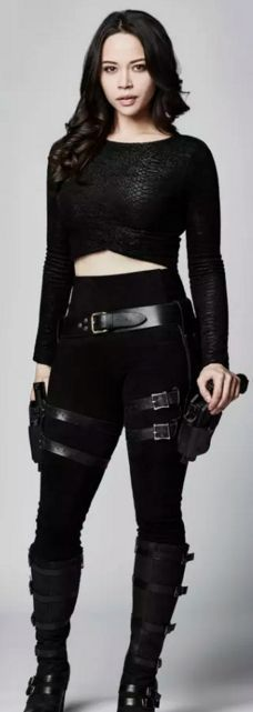 Melissa O'Neil es Dos - Portia Lin en Dark Matter (serie tv)