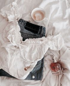 Image uploaded by indague. Find images and videos about fashion, clothes and jeans on We Heart It - the app to get lost in what you love. Cute Casual Outfits, Summer Outfits, Teen Fashion Outfits, Fashion Tips, Fashion Clothes, Mode Blog, Mellow Yellow, Mode Inspiration, Mode Style