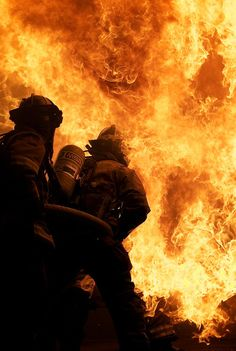 Firefighter Training, Firefighter Paramedic, Wildland Firefighter, Volunteer Firefighter, Firefighter Quotes, Fire Dept, Fire Department, Soldado Universal, Firefighter Pictures