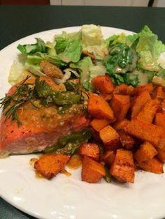 Jalapeño Apricot Salmon  #quick #easy #healthy #katherineinthekitchen #katherineinthekitchen.blogspot.com #kitk #recipe #blog #ww #weightwatchers #points #pointsplus #dinner #fish #seafood #salmon