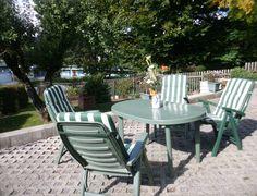 Gartenmöbel für Terrasse oder Wiese im Garten