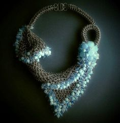 Collar en chainmail de alpaca, jade aventurina y cristales checos. CLOVIS www.clovisdesignjoyas.com