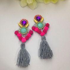 #mulpix ⭐️Nuevos⭐️  #accesorios  #diseñovenezolano  #moda  #zarcillos  #hechoamano  #hechoenvenezuela  #color  #aretes  #modavenezolana  #tassel  #borlas  #flecos  #modacolombiana