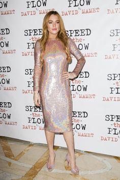 Pin for Later: Little Black Dress vs. Little White Dress: C'est la Bataille Sur le Tapis Rouge Lindsay Lohan Lindsay Lohan à l'afterparty pour Speed-the-Plow à Londres.