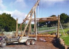 Homemade trailer-mounted crane constructed from lumber, rope, and tackle. Truck Mounted Crane, Welding Trailer, Homemade Trailer, Pile Driver, Crane Lift, Block And Tackle, Expedition Trailer, Tool Room, Ideas