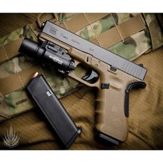Glock 17 Gen 4. #glock #glock17 #tactical #guns #pistol #gunblr #gunporn #igmilitia #surefire