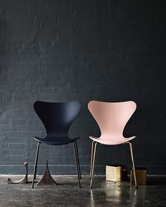 Sedia; grandi classici del design. Chair; classics of design. Series 7™, 60 years anniversary edition Arne Jacobsen for @fritzhansen #vemrosa #vemnero