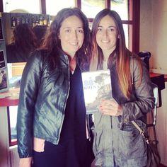 La visita a #sébuena en @pepatomate de @lazuecaabalorios y su guapísima hermana ha sido un alegrón!! | Roser Amills
