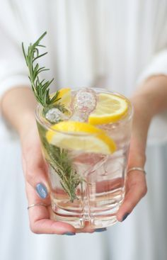 The Pink Fizz from THEDASHINGRIDER.com with Fentimans Rose Lemonade, Hendricks Gin, Canti Prosecco and Rosemary #cocktail #longdrink