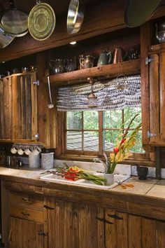 Log cabin kitchens cabinets primitive kitchen cabinet a rustic cottage in the woods home design garden Rustic Cabin Kitchens, Rustic Kitchen Design, Rustic Cottage, Log Home Kitchens, Primitive Kitchen, Country Kitchen, Wooden Kitchen, Style At Home, Ideas De Cabina