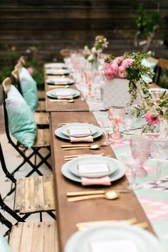 Glitter Guide's 3rd Anniversary Party | theglitterguide.com @luluandgeorgia @glitterguide #tabletop #outdoorparty