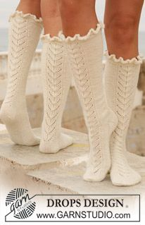 """Royal ballet / DROPS - free knitting patterns by DROPS design - Long DROPS socks in """"Alpaca"""" with lace pattern. Free patterns by DROPS Design. Lace Socks, My Socks, Crochet Slippers, Knit Or Crochet, Boot Socks, Tunisian Crochet, Crochet Granny, Drops Design, Royal Ballet"""
