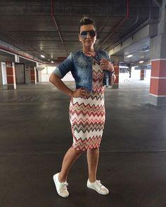 Vestido Midi @lunarosex   Jaqueta Jeans @marreboutique   Tênis @vizzano_oficial…