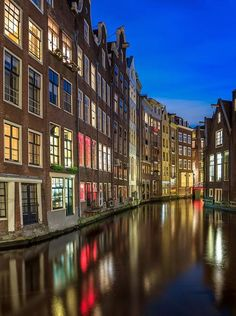 Lights and canals of Amsterdam, the Netherlands Great Places, Places To See, Places Around The World, Around The Worlds, Beautiful World, Beautiful Places, Voyage Europe, Wonders Of The World, Places To Travel