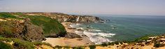 La costa de Odemira: playas y acantilados en Alentejo, Portugal - via Lugares a Descubrir 15.03.2015 | Odemira es el mayor concelho portugués en extensión, con 1720 km2, pero poco más de 25 mil habitantes para habitarlos. Su principal punto fuerte es una maravillosa línea costera de playas y acantilados, escasísimamente poblado y dentro del Parque Natural do Sudoeste Alentejano e Costa Vicentina Foto: Praia de Zambujeira do Mar