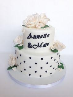 torte mit lila rosen schmetterlinge aus fondant geburtstagsto motivtorten fondanttorten. Black Bedroom Furniture Sets. Home Design Ideas