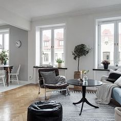 Incredibly well planned studio apartment at Olivedalsgatan 16 - a real cutie  Styled by @studiocuvier #studiocuvier #alvhem #alvhemmakleri