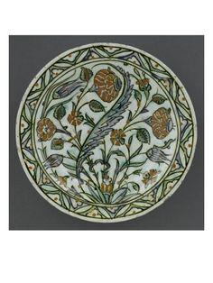 Plat à décor de bouquet avec agrafe - Musée national de la Renaissance (Ecouen)