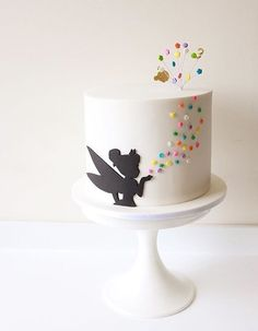 We think its pretty safe to assume that everyone has seen or read, the classic story of Peter Pan has fallen deeply in love with the adventurous tale about a boy who just didnt want to grow up. Pretty Cakes, Cute Cakes, Beautiful Cakes, Amazing Cakes, Fondant Cakes, Cupcake Cakes, Fondant Cake Designs, Peter Pan Cakes, Fancy Cakes