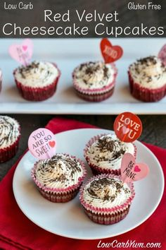 Like red velvet? Try these delicious low carb red velvet cheesecake cupcakes. A nice little treat that's perfect for Valentine's Day! Low Carb Cupcakes, Low Carb Cheesecake, Cheesecake Desserts, Raspberry Cheesecake, Chocolate Cheesecake, Low Carb Sweets, Low Carb Desserts, Diabetic Desserts, Sugar Free Desserts