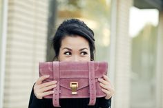 i have a bag like this! great color! so cute =)