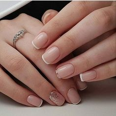 Semi-permanent varnish, false nails, patches: which manicure to choose? - My Nails Mettalic Nails, Subtle Nails, Bridal Nail Art, Bride Nails, Nail Polish, Wedding Nails Design, Wedding Manicure, French Tip Nails, Short French Nails