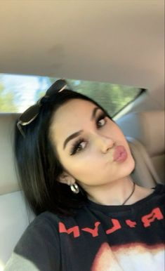 Maggie Lindemann, Poses For Pictures, Girl Pictures, Girl Photos, Peinados Pin Up, Bad Girl Aesthetic, Selfie Poses, Insta Photo Ideas, Tumblr Girls