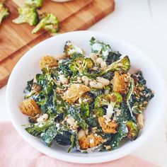 and rich potatoes on the plate. Kale Caesar Salad, Fennel Salad, Couscous Salad, Cobb Salad, Easy Kale Recipes, Salad Recipes, Yummy Recipes, Dinner Recipes, Cooking Recipes