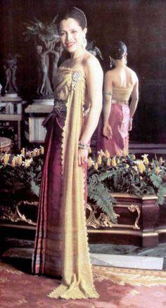 Queen-Sirikit-(12)