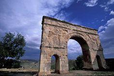 Arco  Estructura de forma curva utilizada por su gran resistencia y soporte.