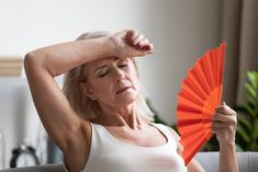 Návaly horka a pocení nemusí být jen příznakem menopauzy - BezHladovění. Le Trouble, Passionate Couples, My Better Half, Menopause Symptoms, My Wife Is, Hot Flashes, News Health, Wedding Vows, Change Me