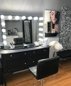 The extravagant Impressions Vanity® Hollywood Glow® Pro Vanity Mirror was designed with beauty professionals and serious makeup fiends in mind, with its larger-than-life size and game-changing perfect lighting. Black Makeup Vanity, Vanity Makeup Rooms, Vanity Room, Vanity Decor, Makeup Vanities, Vanity Ideas, Black Makeup Room, Bathroom Vanities, Beauty Room Decor