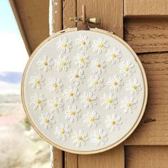 Embroidery Ideas Diy New Ideas Hand Embroidery Tutorial, Simple Embroidery, Hand Embroidery Stitches, Embroidery Hoop Art, Hand Embroidery Designs, Embroidery Techniques, Ribbon Embroidery, Floral Embroidery, Cross Stitch Embroidery