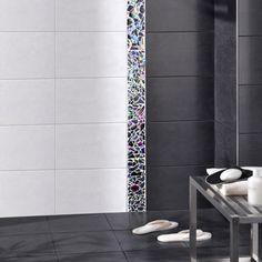 Carrelage douche à l'italienne faïence noire mate Bathroom Layout, Tool Design, Tiles, House Design, Shower, Cool Stuff, Color, Bathrooms, Home Decor