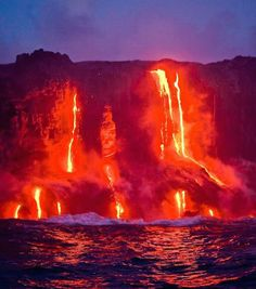 At Hawaii Volcanoes National Park you can see two of the world's most active volcanoes: Kīlauea and Mauna Loa. | Big Island, Hawaii