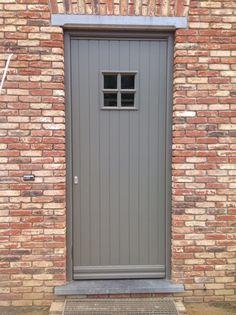 voordeur in hout sipo in ral kleur .Model cottage voordeur.