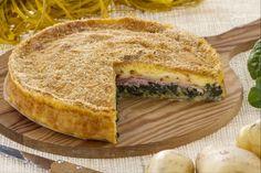 La torta di patate e prosciutto è una golosa torta salata preparata con una base di patate e farcita con spinaci e prosciutto cotto.