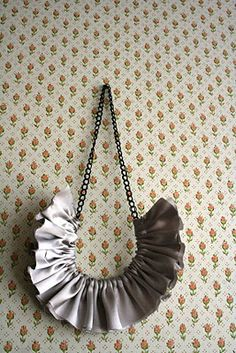 diy ruffle necklace! cute!
