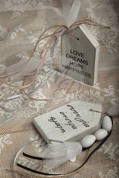 Μπομπονιέρα γάμου ξύλινο σπιτάκι με ευχές. Wooden wedding favors with wishes. #weddingfavors #bobonieresgamou #μπομπονιέρεςγάμου