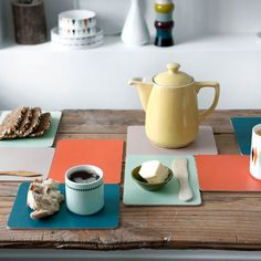 These cute buttering boards from Ferm Living are perfect to use as plates for snacks, lunch or breakfast. They can also be used as coasters for hot pots and pans. Match the buttering boards with pretty cups or other trendy details from Ferm Living! Kitchenware, Tableware, Dinner Sets, Vintage Design, Decoration Table, Danish Design, Scandinavian Style, Furniture Making, Kitchen Dining