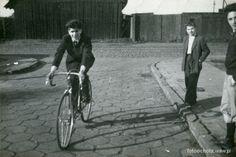 Zdjęcie przedstawia widok z ul. Andrzejowskiej na ul. Niemcewicza. Data: 1956 r.